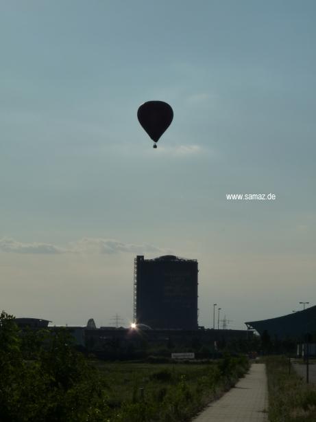 Gasometer Oberhausen mit Heißluftballon