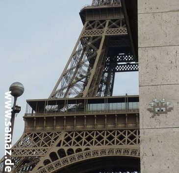 space_invaders_eiffel_tower