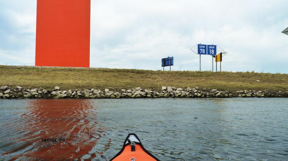 Rheinorange vom Wasser aus betrachtet